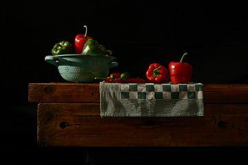 Stilleven paprika en rode pepers van Gerard Veerling
