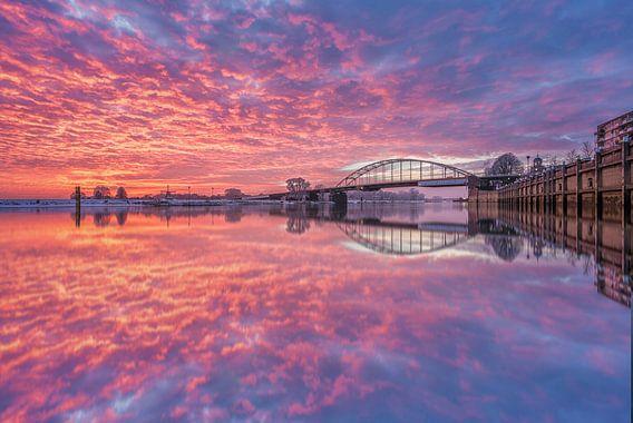 sunset boven de IJssel van Michel Jansen