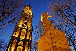 Verzetsmonument en Domtoren in Utrecht (2)