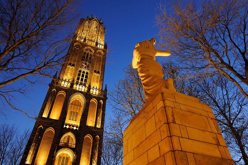Verzetsmonument en Domtoren in Utrecht (2) van Donker Utrecht