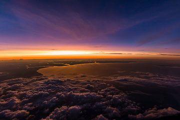 Sonnenuntergang über den Wolken von Denis Feiner