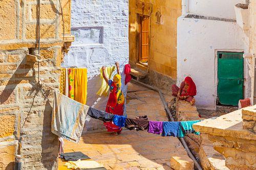 Washing women in Rajasthan van Jan Schuler