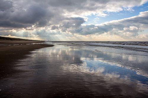 Reflectie van wolken van