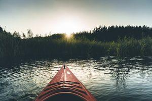 Kajak avontuur bij zonsondergang van