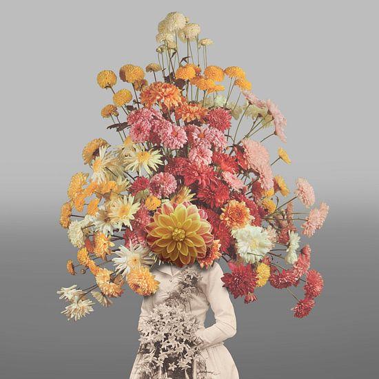 Zelfportret met bloemen 1 (grijze achtergrond)