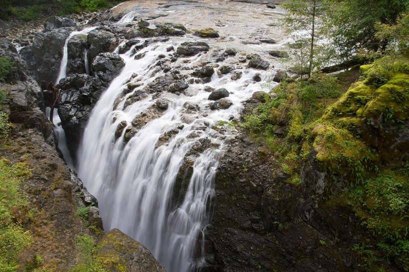 1/6 seconds of waterfall in Nainamo van Karin Hendriks Fotografie