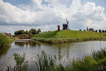 Vesting rond oude dorp Bourtagne in Netherlands van Joost Adriaanse