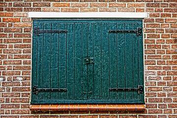 Luiken voor raam in HDR van Yvonne Smits