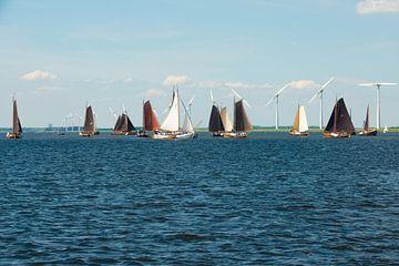 Botters op het Eemmeer voor Spakenburg