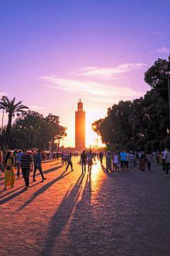La mosquée de la Koutoubia au coucher du soleil à Marrakech Maroc sur Nisangha Masselink