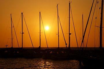 zonsondergang tussen schepen zonder zeil van wil spijker