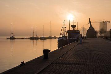 Sunrise in the city port of Rostock van Rico Ködder