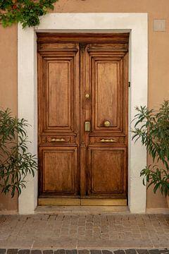 Houten deur in Cassis von Joran Maaswinkel