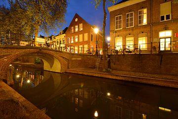 Nieuwegracht in Utrecht met Magdalenabrug sur Donker Utrecht