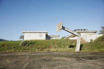 Vinales Valley, Kuba. heruntergekommener Basketballplatz. von Tjeerd Kruse