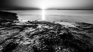 Brouwersdam bei Sonnenuntergang von Eddy Westdijk