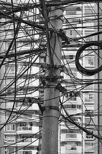 Kluwen van elektriciteitsdraden