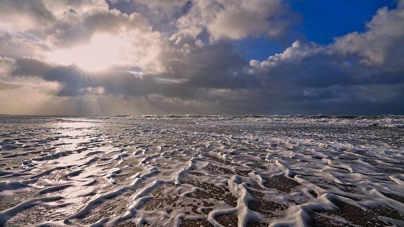 Storm boven de Noordzee van eric van der eijk