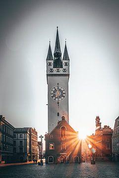 Wunderschöne Abendsonne in der Stadt Straubing Stadtplatz