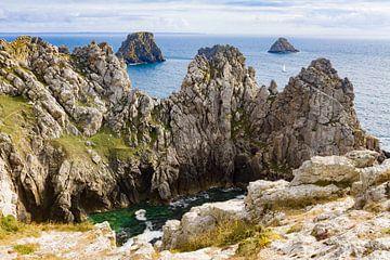 Felsen und Klippen an der Küste der Bretagne, Frankreich von Evelien Oerlemans