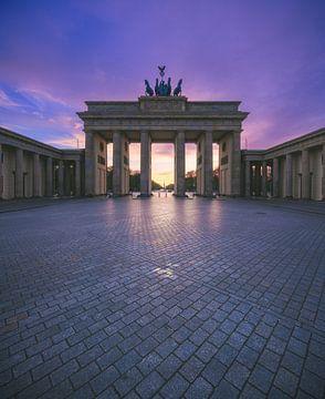 Berlin Brandenburger Tor au coucher du soleil sur Jean Claude Castor