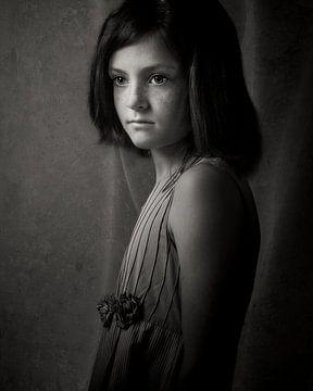 Mädchen in schwarz und weiß 01 von Mark Isarin | Fotografie