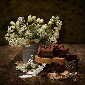 Stilleben weiße Rosen und Kuchen von Guna Andersone