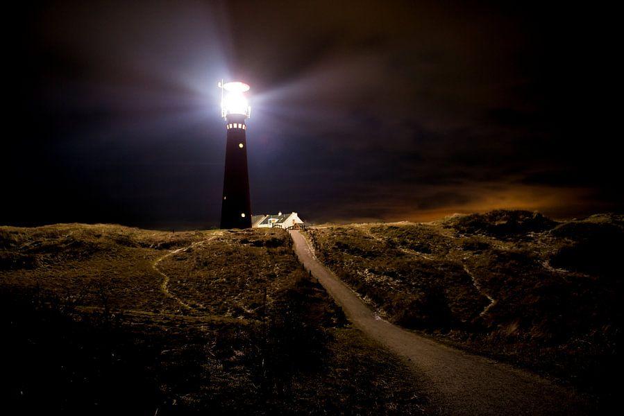 Vuurtoren Schiermonnikoog in de nacht van Sjoerd van der Wal