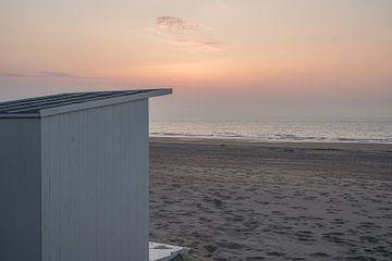 Strandhuisje in het laatste avondlicht te Oostende