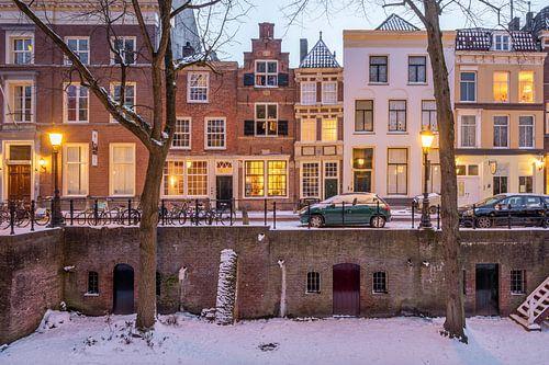Winterse avondsfeer langs de Nieuwgracht, Utrecht
