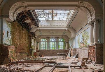 Decay hotel von Truus Nijland