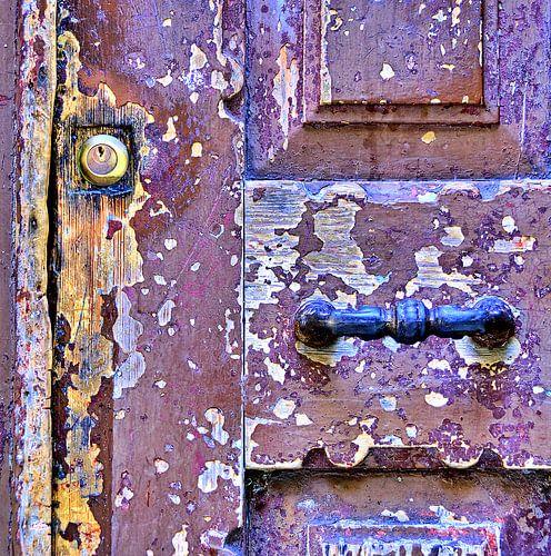 Detail van een deur: get a grip von Sigrid Klop
