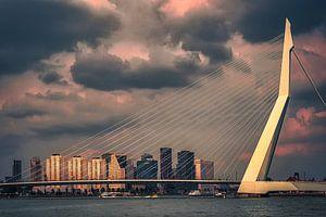 Prachtig licht op de Erasmusbrug in Rotterdam van jowan iven