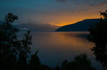 zonsondergang in noorwegen bij het sognefjord bij Vik van Compuinfoto .