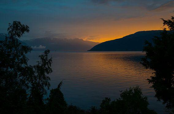 zonsondergang in noorwegen bij het sognefjord bij Vik
