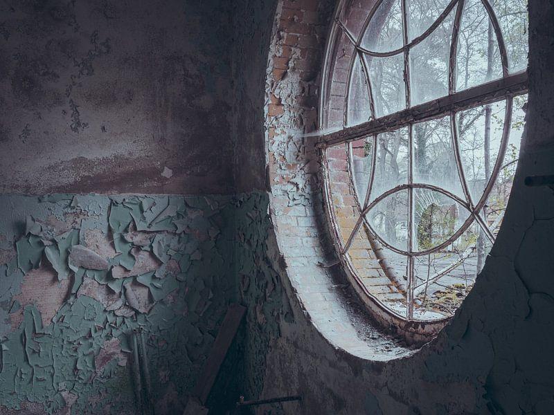 Verlaten plekken: rond raam von Olaf Kramer