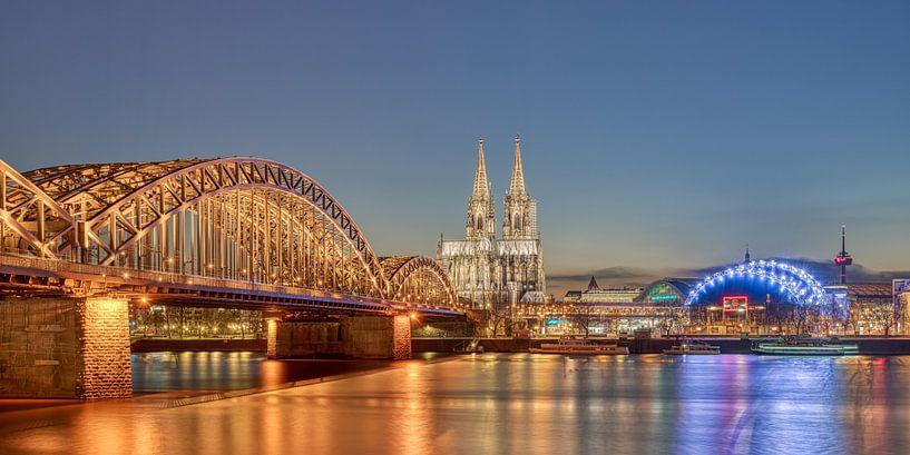Köln am Abend von Michael Valjak