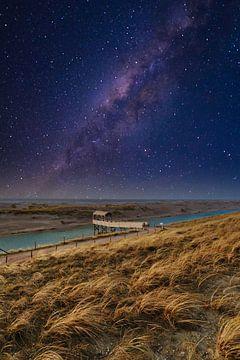 Steiger onder sterrenhemel van Peter Heins