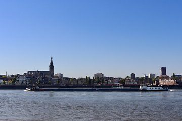 Uitzicht vanaf Lent op Nijmegen von Julia Wezenaar