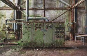 urbex: oude verroeste stroomkast