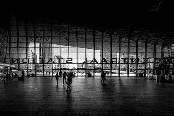 Saal von Rotterdam Central von Dennis Donders