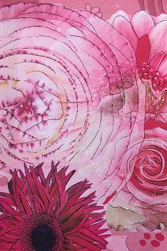 Mixed media met verschillende bloemen in roze. van Therese Brals