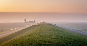 Spaziergang auf dem Deich von Frans Plat