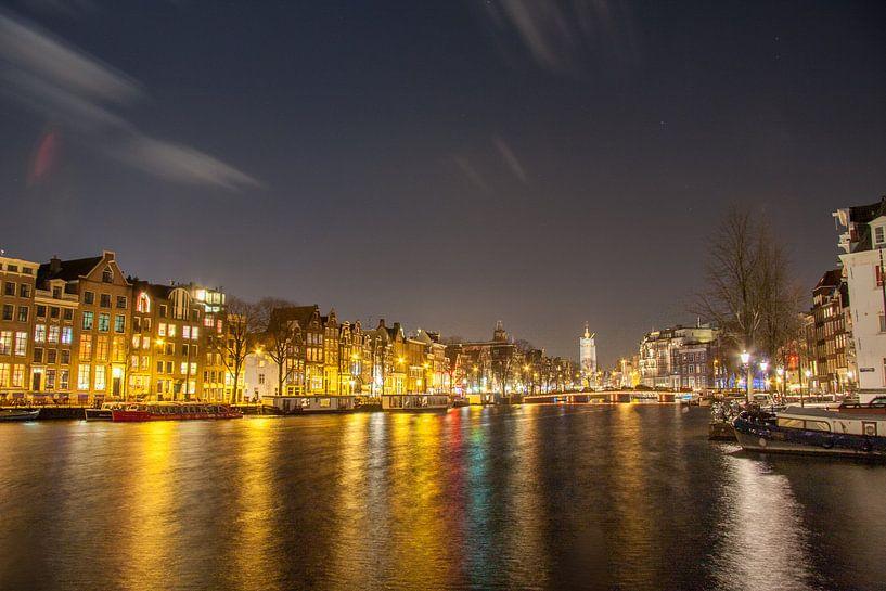 Amstel richting Halvemaansbrug te Amsterdam van Ad Van Koppen