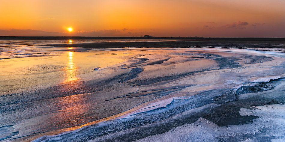 Zonsopkomst boven ijs van Jesse Barendregt