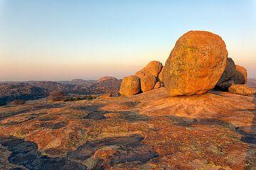 Zonsopgang in de Matobo-heuvels van Angelika Stern