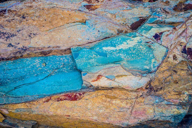 Gekleurde steen van Fred Leeflang