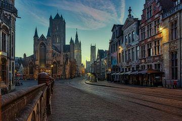 De zon komt langzaam door in Gent sur Roy Poots