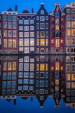 Perfekte Reflexion Damrak Amsterdam. von Gerard Koster Joenje (Vlieland, Amsterdam & Lelystad in beeld)