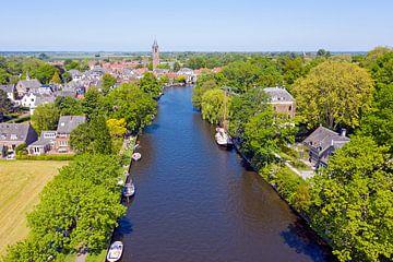 Luftaufnahme von Loenen aan de Vecht an einem schönen Sommertag in den Niederlanden von Nisangha Masselink